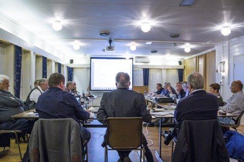 Nytt klubbhus: Kun tre representantar stemte i mot nytt klubbhus ved Austrheim idrettspark.Alle Foto: Øyvind Bjerkestrand