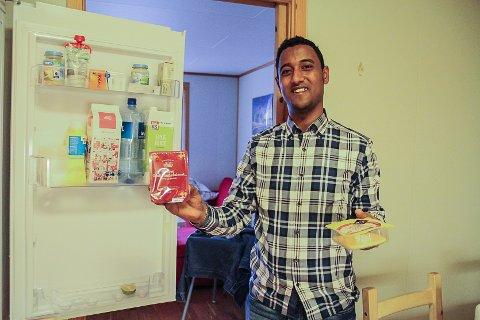 ELSKAR BRUNOST: Vi har alltid brunost og kvitost i kjøleskåpet. Vaflar er den beste norske maten, seier Abdulqadir.