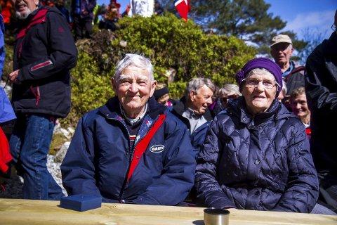 ENDELEG: Odd Bergsvik og Nora Hauge fekk fredag minnemedalje for sin innsats under krigen. FOTO: YNGVE GAREN SVARDAL
