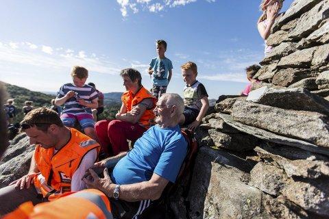 VARDEBYGGAR: Odd Stokke kunne nok ein gong nyta den fantastiske utsikta frå varden han sjølv har bygd på toppen av Tveitanipa.