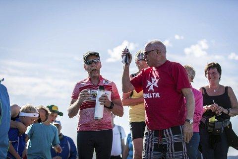 Allsang: Lars Arne Markhus (t.v.) og John Villy Sandvik stemte i både «Ja vi elsker» og «Mellom bakkar og berg»