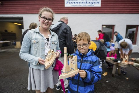 Båtbyggarar: Rikke (13) og Fabian (8) Ellingsen snikra eigne båtar i snikkarverkstaden.