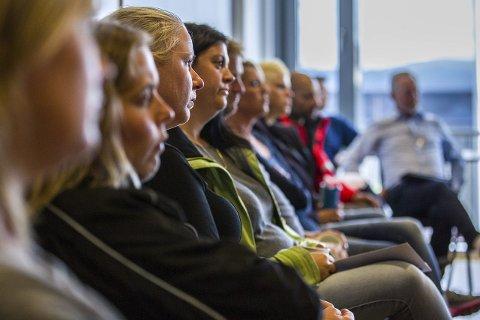 UROA: Foreldre til elevar på Grasdal skule følgde møtet.