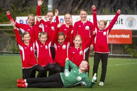 NØGDE: NBK Seim tykker dei har eit keisamt namn, men er godt nøgde etter å ha slått Eikanger super girls 2–0.