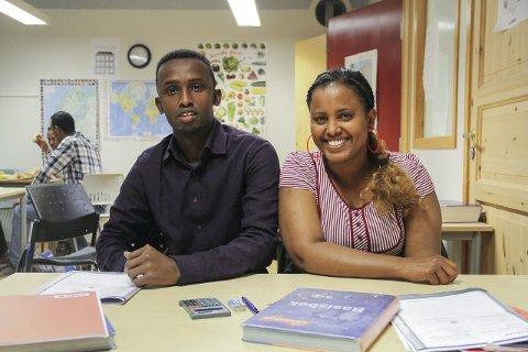 GLAD FOR Å HA STEMMERETT: Alidahir Mohamud frå Somalia og Ruta Sereke frå Eritrea opplever for første gong at deira stemme har ei betydning. – Eg synest det er fint at eg kan få lov til å vera med å styra landet, seier Ruta.FOTO: Irene Bratteng jenssen
