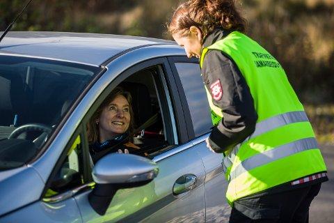 GLADKONTROLL: – Dette synest eg var veldig kjekt, eit positivt tiltak, seier Ann-Karin Randa, ein av dei 125 som vart stoppa i gladkontroll på Radøy fredag.