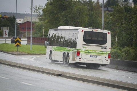 Fleire og flei0re tar buss i bergensområdet, det aukar billettinntektene til fylkeskommunen. Slik kan dei auke tilbodet, utan å bruke av eigne pengar. Arkivfoto