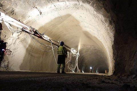 Nattarbeid i Bjørsviktunnelen (avbilda) og Mundalsbergtunnelen fører til kolonnekøyring dei tre neste vekene.