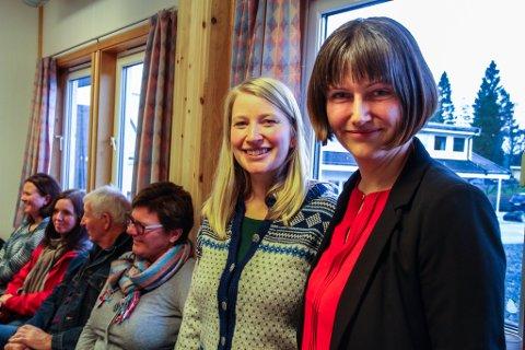 Gudveig Kartveit Sundsbø (t.v.) og Ane Bysheim var godt nøgde med oppmøtet og positiviteten på informasjonsmøtet på asylmottaket i Lindås.