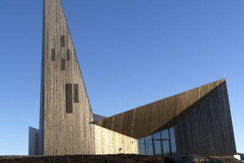 I Knarvik kyrkje skal det blant anna haldast midnattsgudsteneste nyttårsaftan. Arkivfoto.
