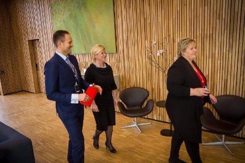 Jan Erik Kjerpeseth saman med Erna Solberg og Siv Jensen