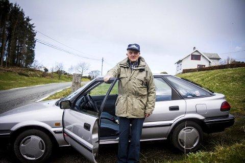 KØYRER FRAMLEIS: I april fyller John Pettersen 101 år. Det er ikkje noko hinder for han, og nyleg fornya han førarkortet nok ein gong. ARKIVFOTO: YNGVE GAREN SVARDAL