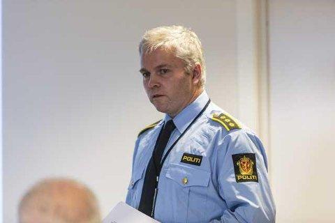 Ivar Holmaas, lensmann i Gulen, Masfjorden og Solund, ber folk skriva ned registreringsnummer og melda inn mistenkelege observasjonar til politiet. Arkivfoto