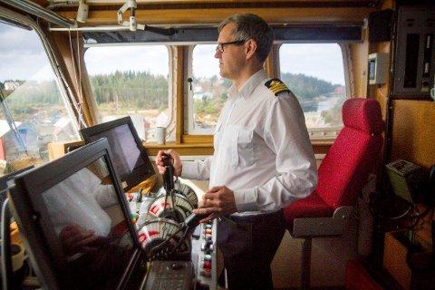 Dag Jentoft kom frå forsvaret til ferja på Fensfjorden. Han kan ikkje få rosa arbeidsmiljøet om bord høgt nok.