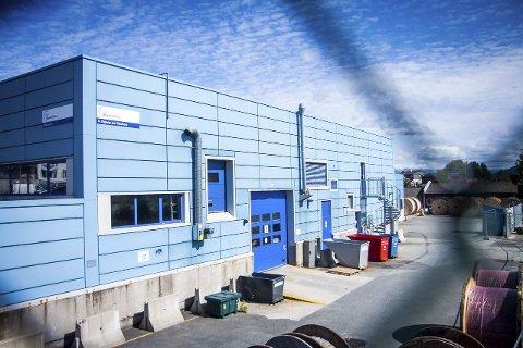 KNARVIK: Coop kjem gradvis nærare målet om å etablere ein Extra-butikk og leilegheiter på tomta der Geco-bygget i Knarvik står.