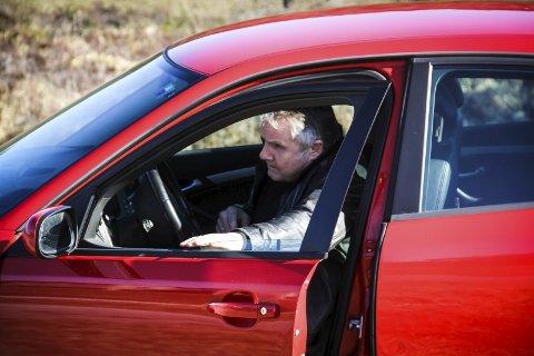 SAAB: Bilen skal vera Saab, helst raud. Her er bilen Håvard brukar til dagleg. Ein Saab 9–3 2008 modell.