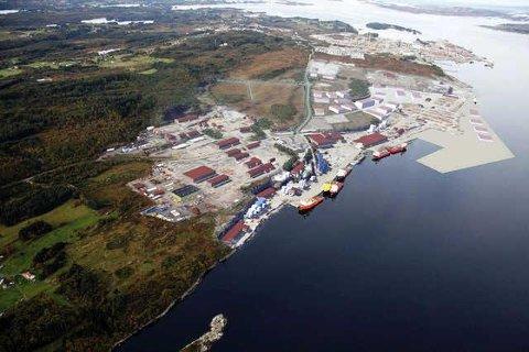 Den 77 mål store tomta som er selt ligg mellom Mongstadbase og raffineriet i området som heiter Mongstad Næringspark. Arkivfoto