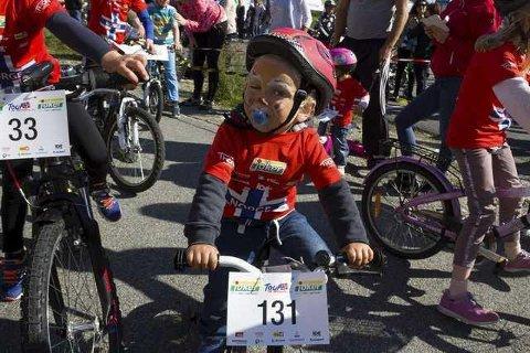 Fredag er det Tour of Norway for kids i Knarvik. Her eit bilde frå fjorårets arrangement. Arkivfoto