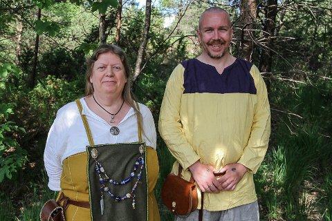 I helga vert det viking- og mellomaldermarknad på Lygra. - Vi går inn i ei anna tid og skal ut på ei tidsreise, seier Liv Margareth Alver og Johnny Osberg i Norhdordland Frie Vikinger.