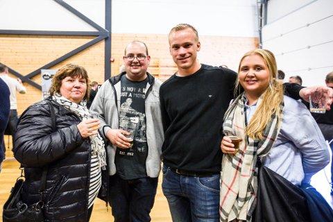 TRADISJON: – Vi kjem gjerne att kvart år, seier Margareth Sundfjord, Morten Sundal, Bernt Thomsen og Malin Sundal.