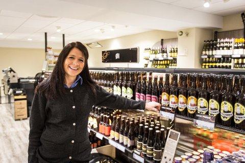 Målfrid H. Valdersnes er butikksjef for Vinmonopolet i Knarvik, som to år på rad har blitt kåra til det beste vinmonopolet i landet. Arkivfoto: Morten Sæle