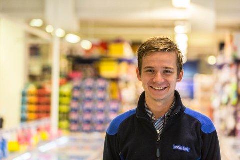 UNG KJØPMANN: Anders Duesund (23) blir sjef for den nye Rema 1000-butikken på Mongstad. Han kjem frå tilsvarande stilling på Lindås. Arkivfoto: Morten Sæle