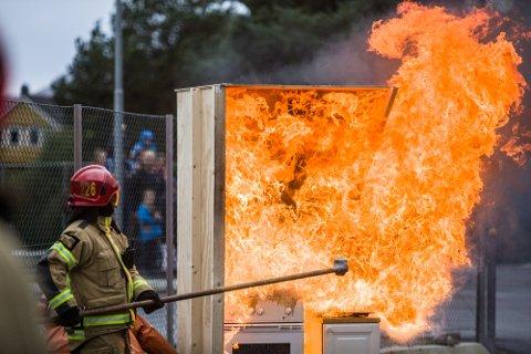 Diskusjonen om brannvesenet si framtid held fram. Bilde frå Open brannstasjon 2016.