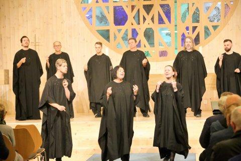 SKRUK I STORFORM: Her framfører SKRUK  «What a Friend we have in Jesus», med solistane Vegard Kvamme Holum, Anne Marte Slinning og Gina Hillestad Lystrup.