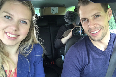 Etter åtte år i Knarvik flytta Kamilla Kleppe Karlsen og Martin Karlsen familien til Fedje, der Kamilla kjem frå. No er historia deira blitt reklamefilm for øykommunen.