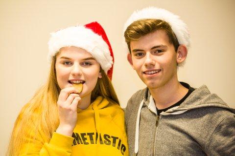 Amalie og Peter i Nh Ung ønsker lykke til med dagens quiz-spørsmål!
