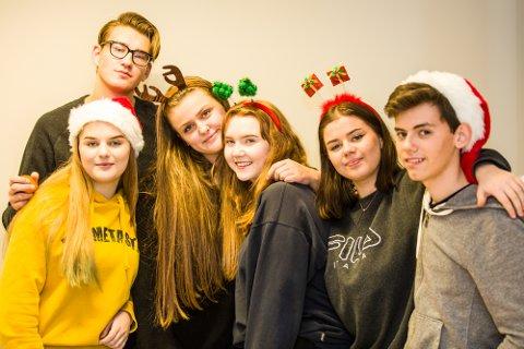 Nh Ung håpar du får skikkeleg julestemning, og ei skikkeleg fin jul!