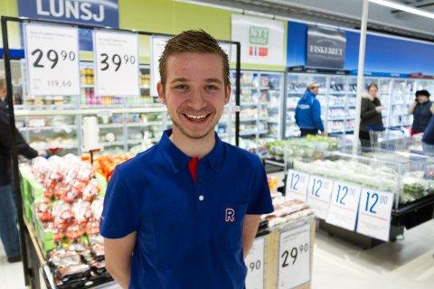 Kjøpmann Anders Duesund seier seg nøgd etter ei veke med døgnopen butikk.