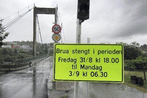 Brua over Alverstraumen vert stengd frå kl. 00.00 til kl. 05.00 grunna vegarbeid i perioden 15. februar til 17. mars. Personbilar får passere kl. 02.00 og 04.00.