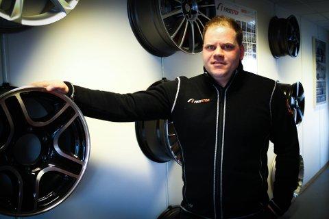 SUKSESS: Grunnleggar og dagleg leiar av Villanger Dekksenter, Ole Kristian Villanger, har opplevd formidabel økonomisk vekst på to år. No utvidar han med nytt dekklokale på Toppe.
