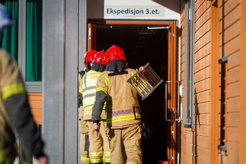 Brann på jentedoen på Knarvik VGS