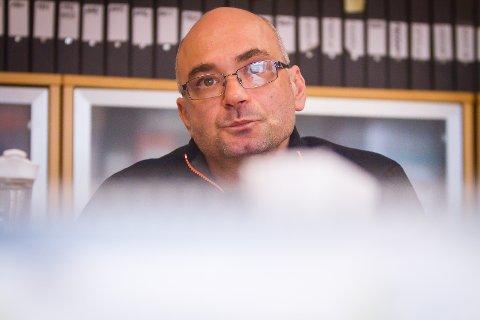 KRITISK: Jimmy Pasali, leiar for kontrollutvalet er misnøgd med fleire etter førre kontrollutvalsmøte.