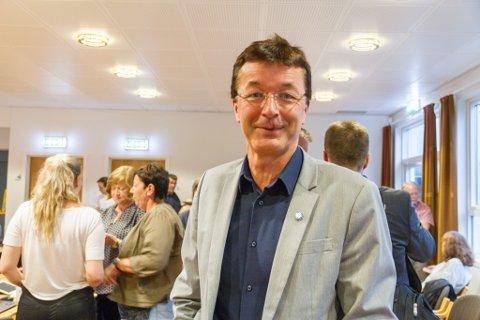 Det blei til slutt ordførar Jon Askeland si dobbelstemme som avgjorde kva namn Radøy-politikarane vil gå for på den nye storkommunen.