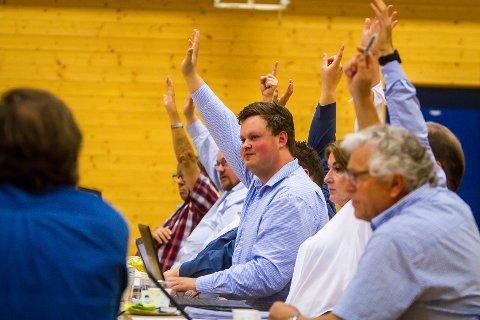 Avstemming nytt namn på storkommunen:Høgre og FrP ville ikkje ha Alver-namnet og stemde i mot.