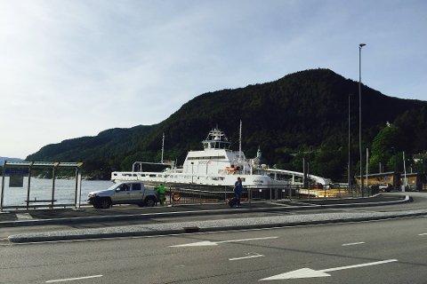 MF Ampere som går mellom Lavik og Oppedal er ute av drift måndag.