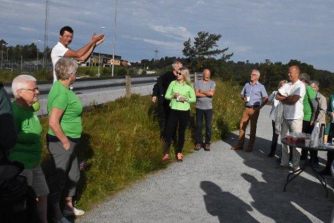 Jon Askeland ønskte Trygve Slagsvold Vedum velkommen til Knarvik. Kanskje vert han sjølv ønkst velkommen til Oslo til hausten.