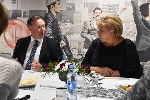 Dagleg leiar i Industriutvikling Vest, Børge Brundtland saman med statsminister Erna Solberg i Dampen torsdag.