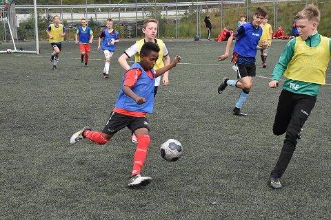 Tine fotballskule 2017 på Knarvik stadion.