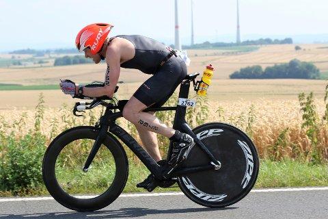 Svein Glomnes (50) avslutta triatlon-sesongen med NM-siger i si klasse. Deretter blei sykkelen lagt ut for sal.