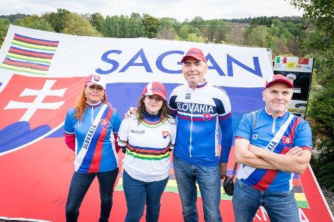 Peter Sagan-fans frå Slovakia på Alver hotell. Karol Lipovska, enorm Sagan-fan som føl han over heile Europa. Her saman med Andrea Hrebikova, Vakterl Hrebikova, January Lipovska.