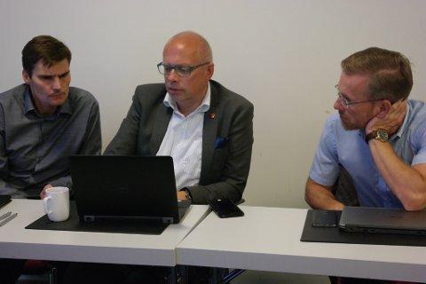 F.v.: Jarle Landås, rådmann i Radøy, Martin Kulild, rådmann i Meland og Ørjan Raknes, rådmann i Lindås.