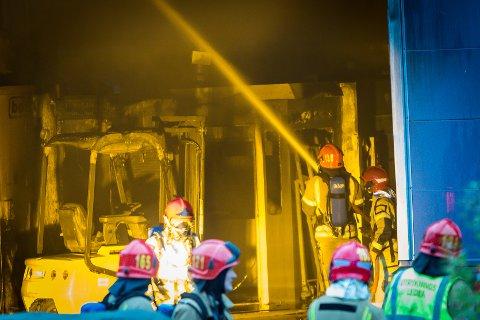 Brann hjå Mundal Subsea AS på Storsandvik på Radøy