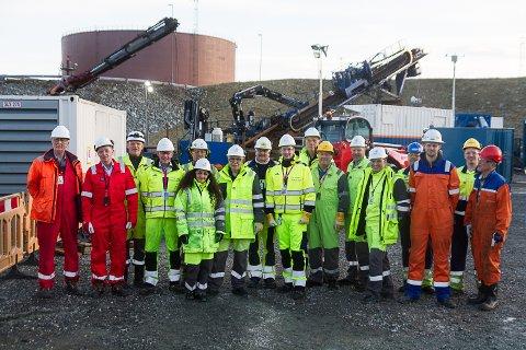 Første fase av ilandføring av olje frå Johan-Sverdrup-feltet er i mål på Mongstad. Representantar for Statoil, Vasser & Smit Hanab og underleverandørar som har vore med på første fase av landfall Johan Sverdrup på Mongstad.
