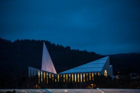 Knarvik kyrkje: Kyrkjeleg fellesnemd får berre halvparten av pengane dei har søkt om av fellesnemda til Alver kommune.