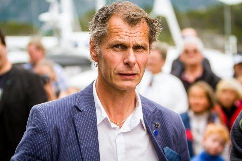 Oppdrettskongen Ola Braanaas meinar pakkeria sel ei teneste og ikkje har eit ansvar for å sørga for konkurransekrafta til norsk transportnæring.