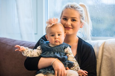 Benedicte Haugland med dottera Sofie. Sofie var det mest populære namnet i Noreg i 2017.